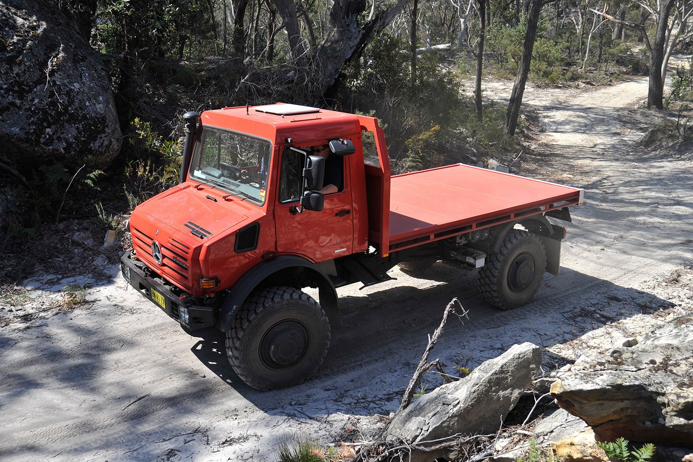 Mercedes Benz Unimog U5000 driving