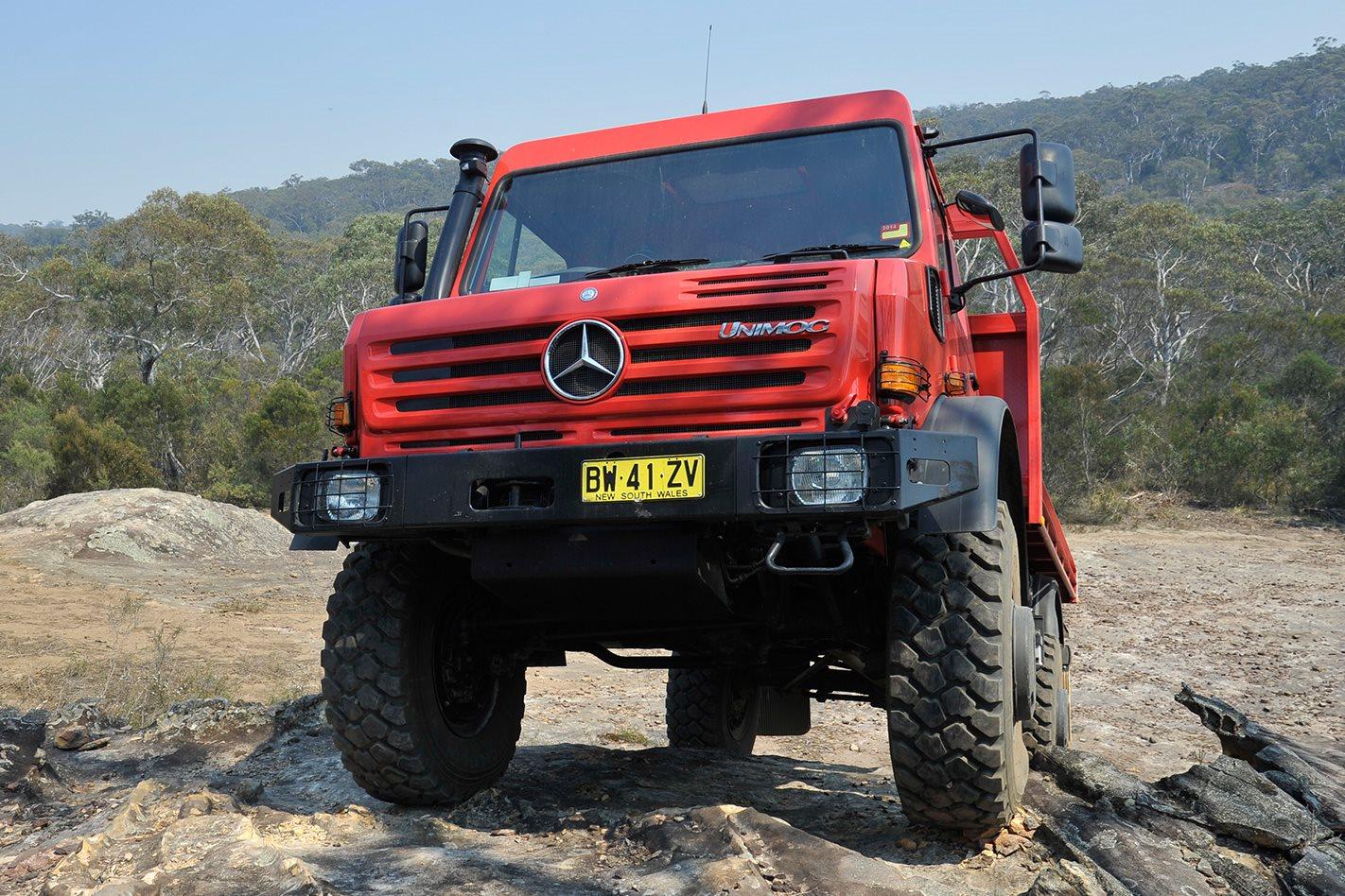 Mercedes Benz Unimog U5000 front