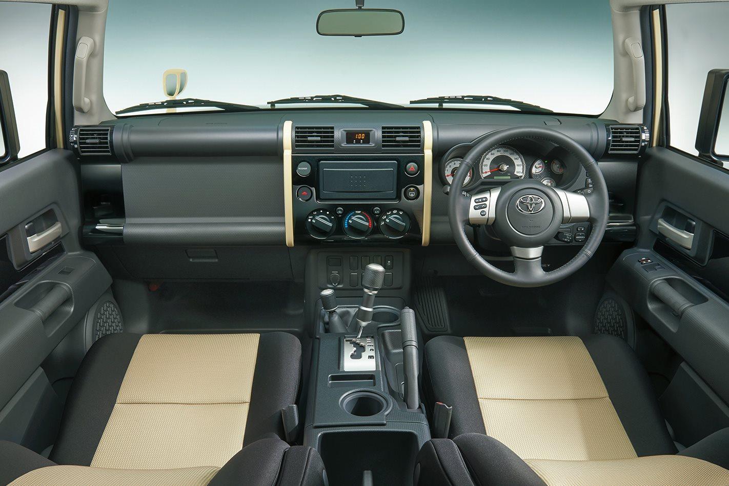FJ-Cruiser-Final-Edition-interior.jpg