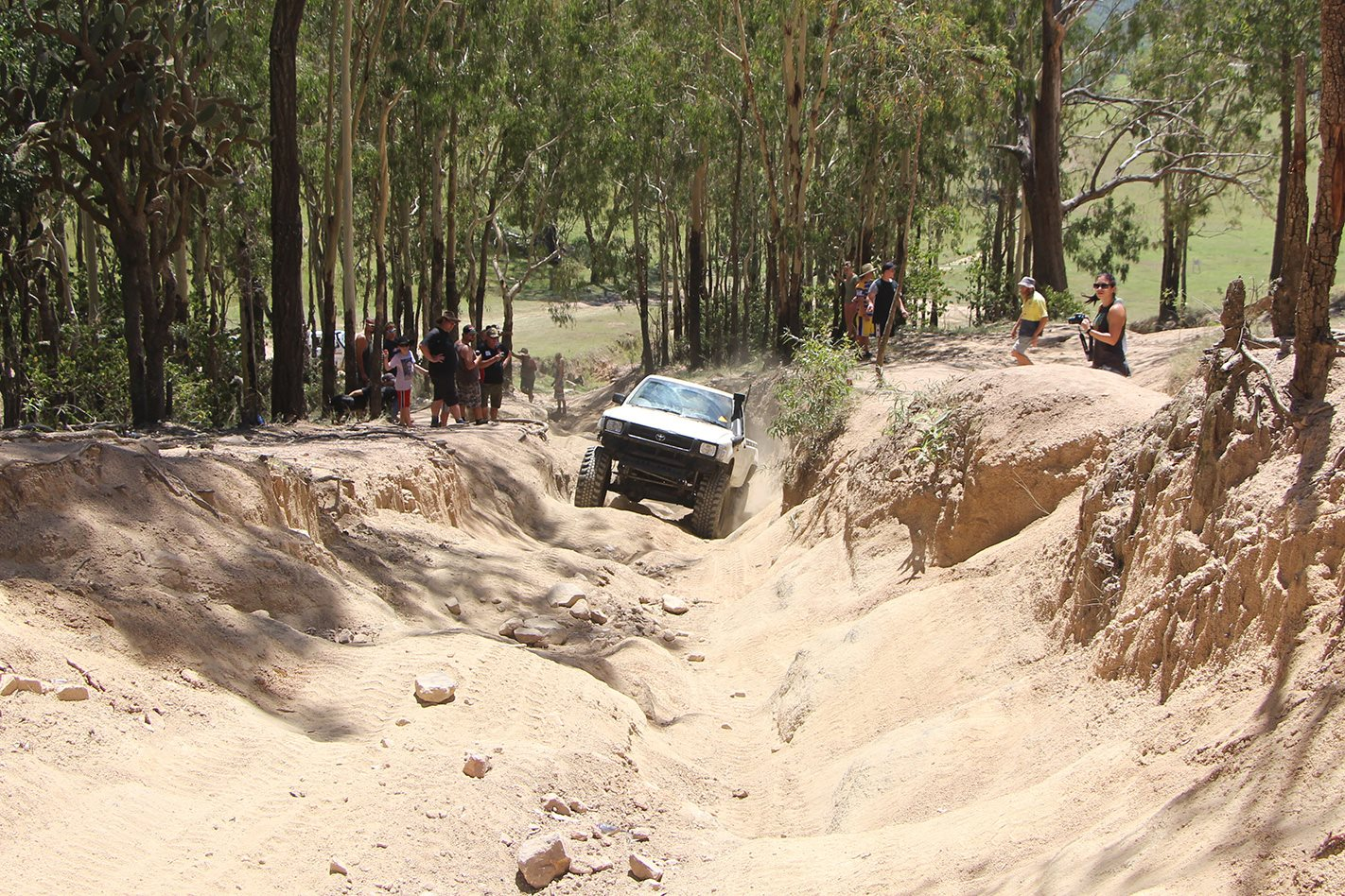 Land Cruiser Mountain Park QLD offroading