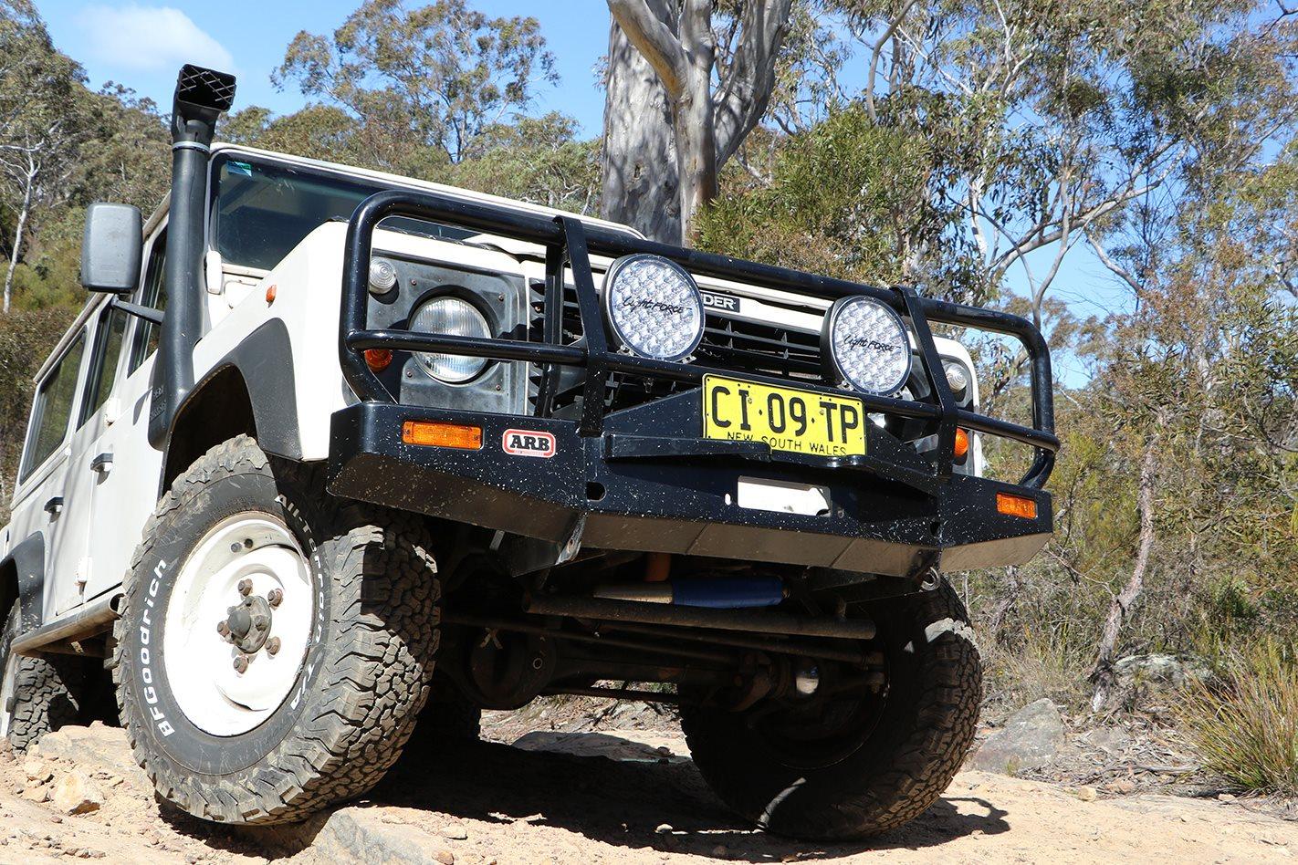Land-Rover-Defender-300TDI-front.jpg