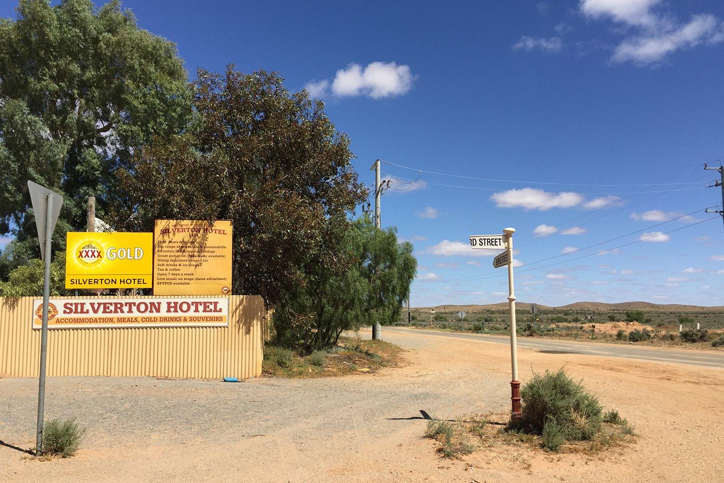 Silverton-Hotel,-NSW.jpg
