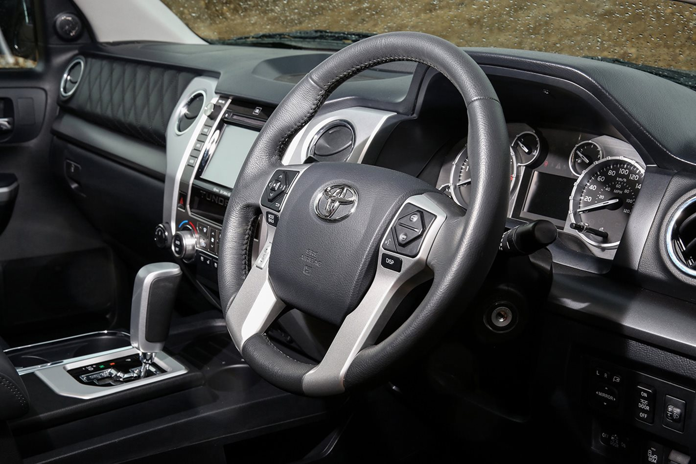 Custom-Toyota-Tundra-steering-wheel.jpg