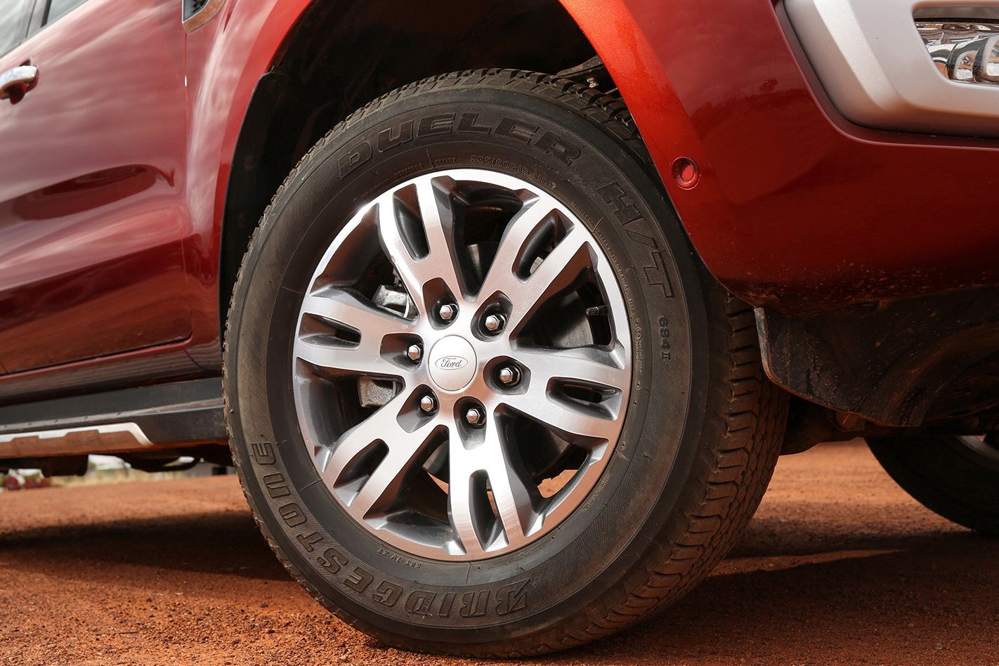 Ford-Everest-Titanium-wheel.jpg