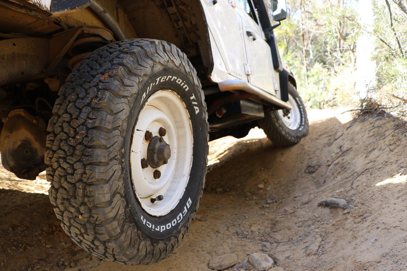 Land-Rover-Defender-300TDI-tyres.jpg
