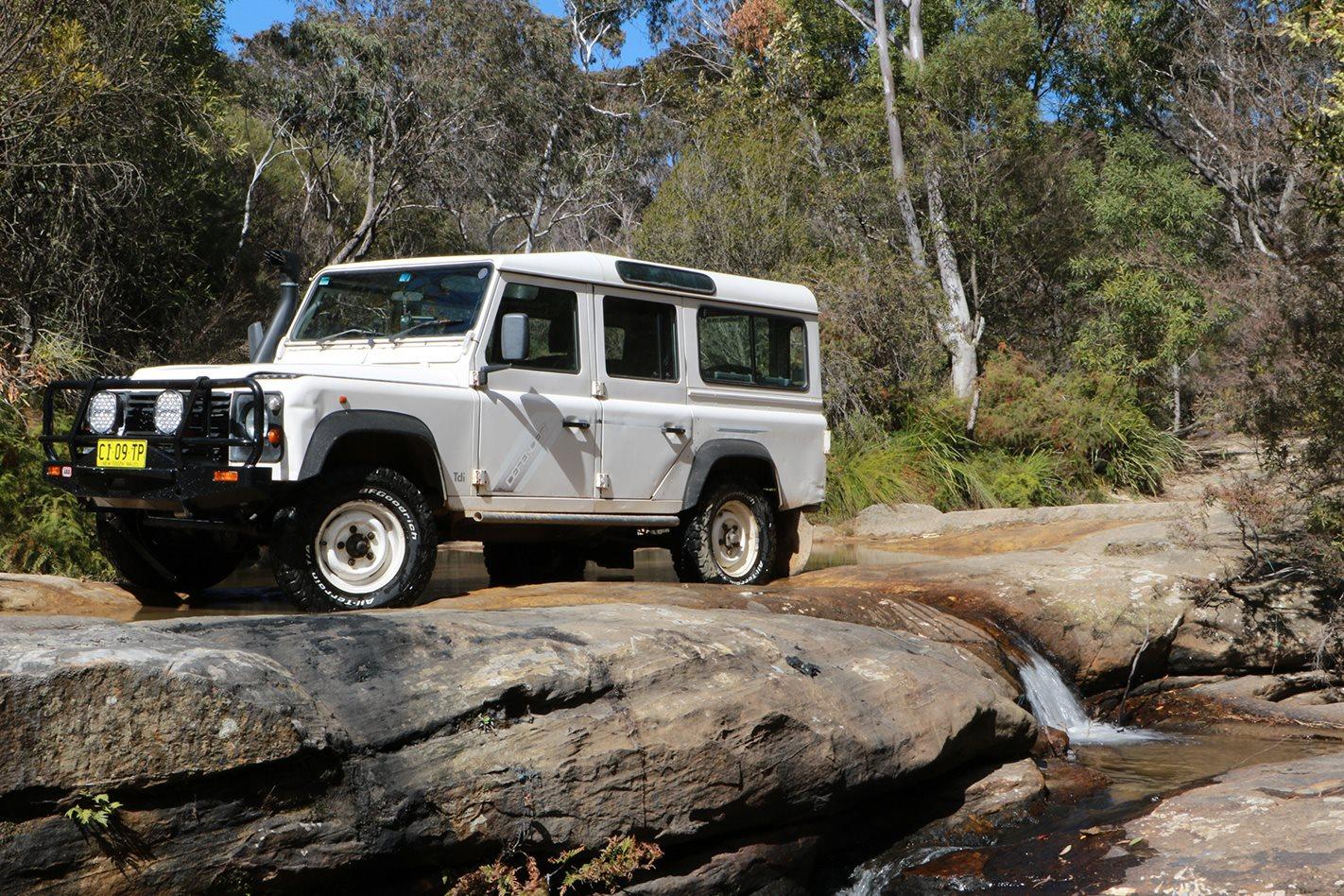 Land-Rover-Defender-300TDI.jpg