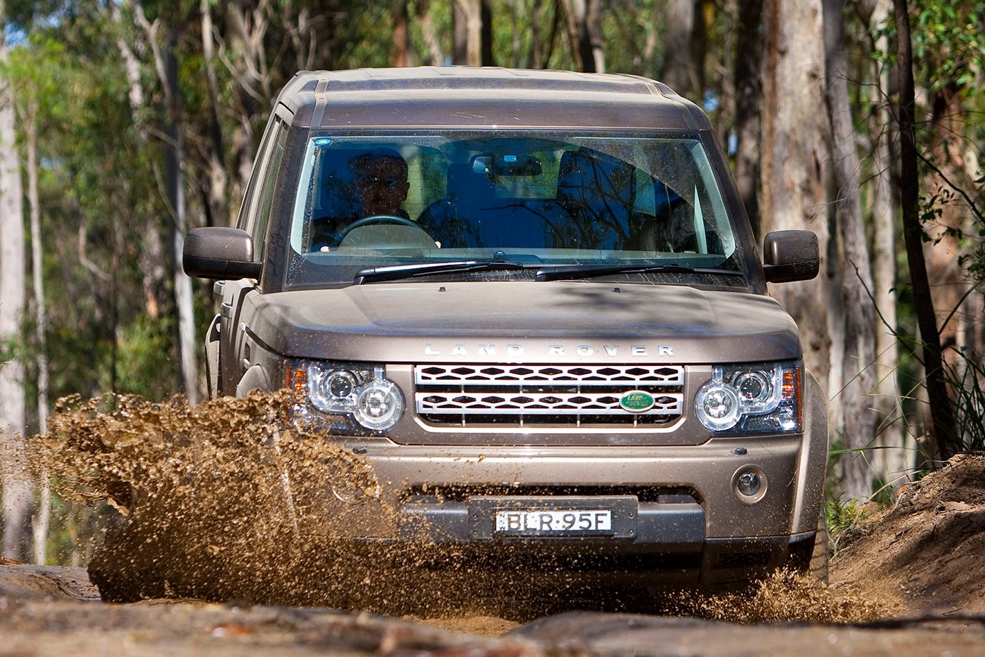 Land Rover Discovery 4 front