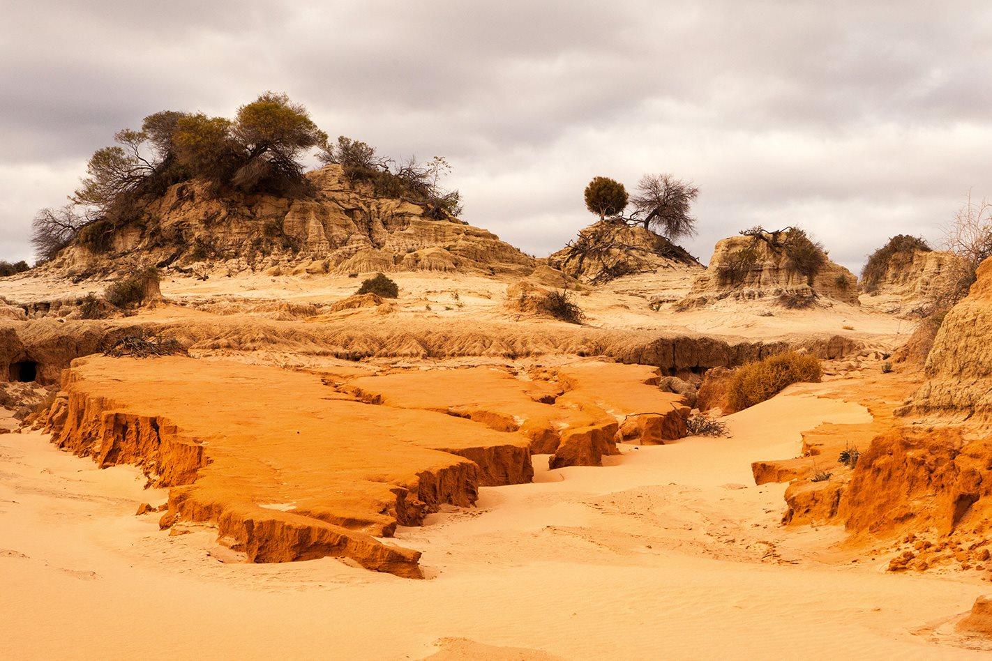 Wall-of-China-Lake-Mungo-NSW.jpg