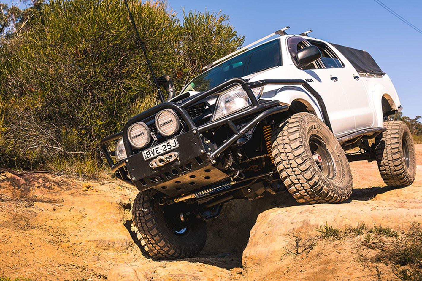 2015-Toyota-Hilux-OFFROAD.jpg