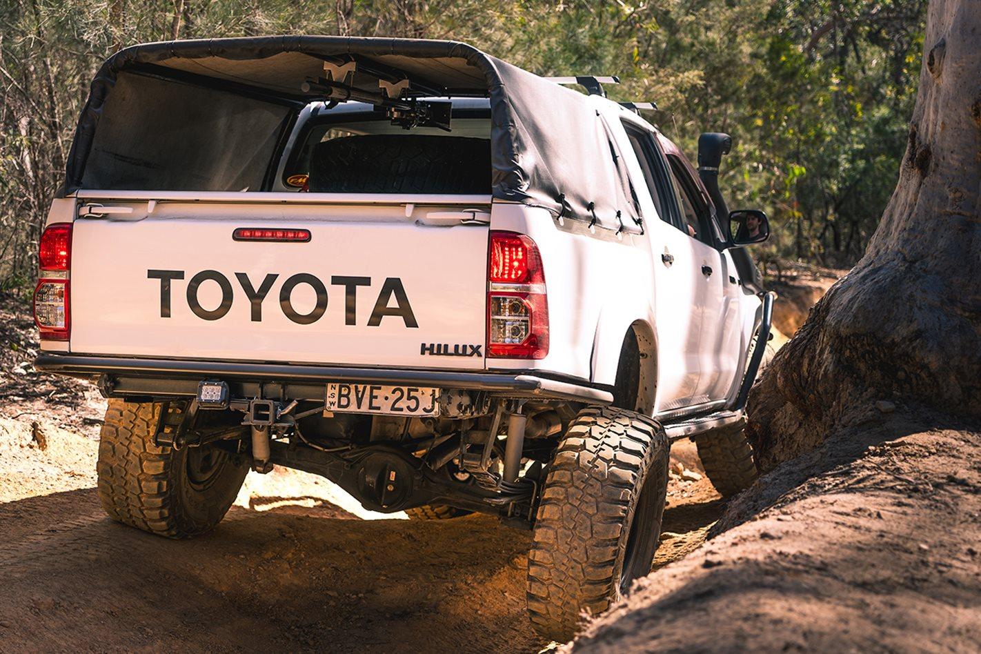 2015-Toyota-Hilux-rear-on.jpg