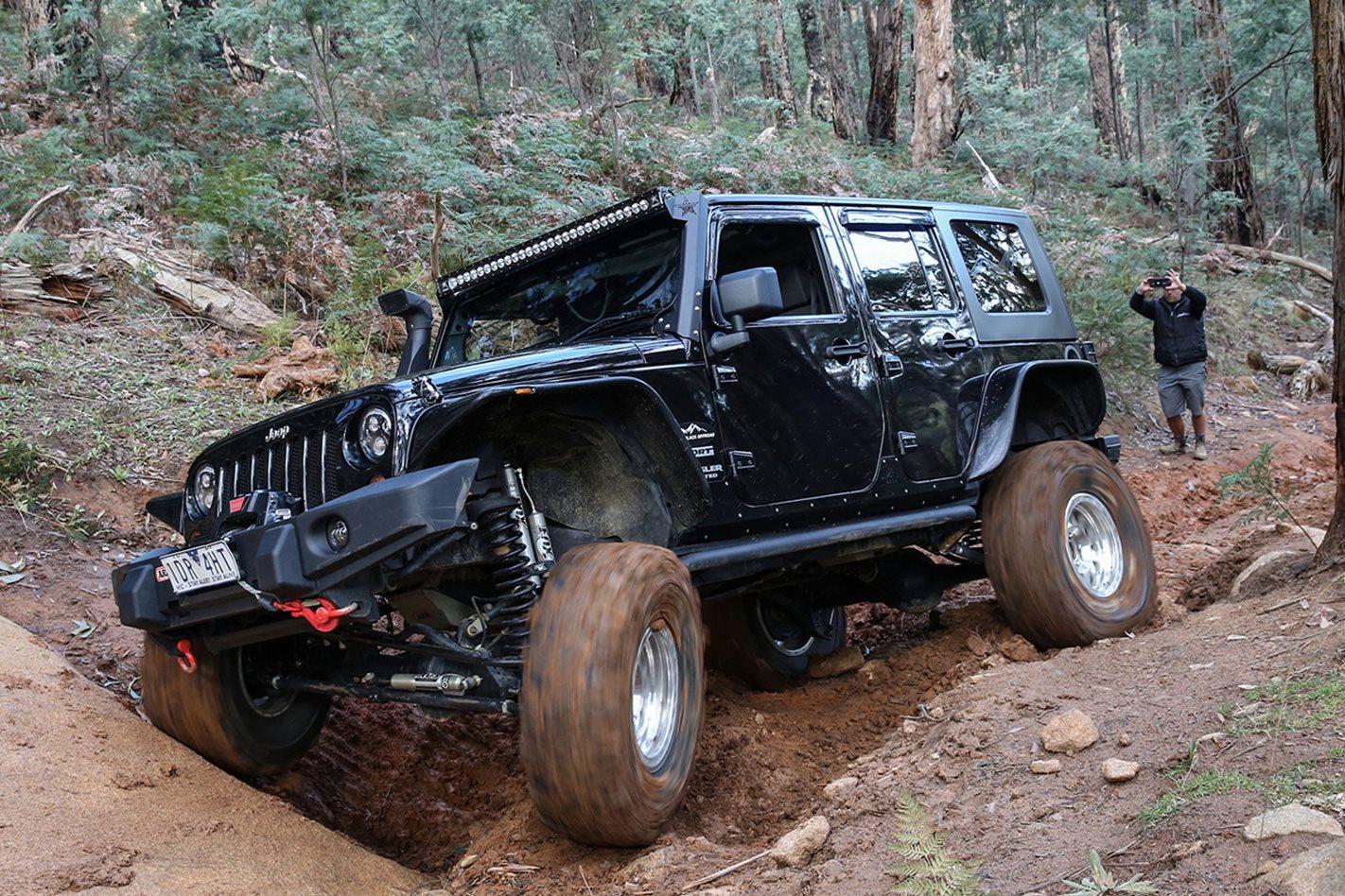2016-LWB-Jeep-Wrangler.jpg