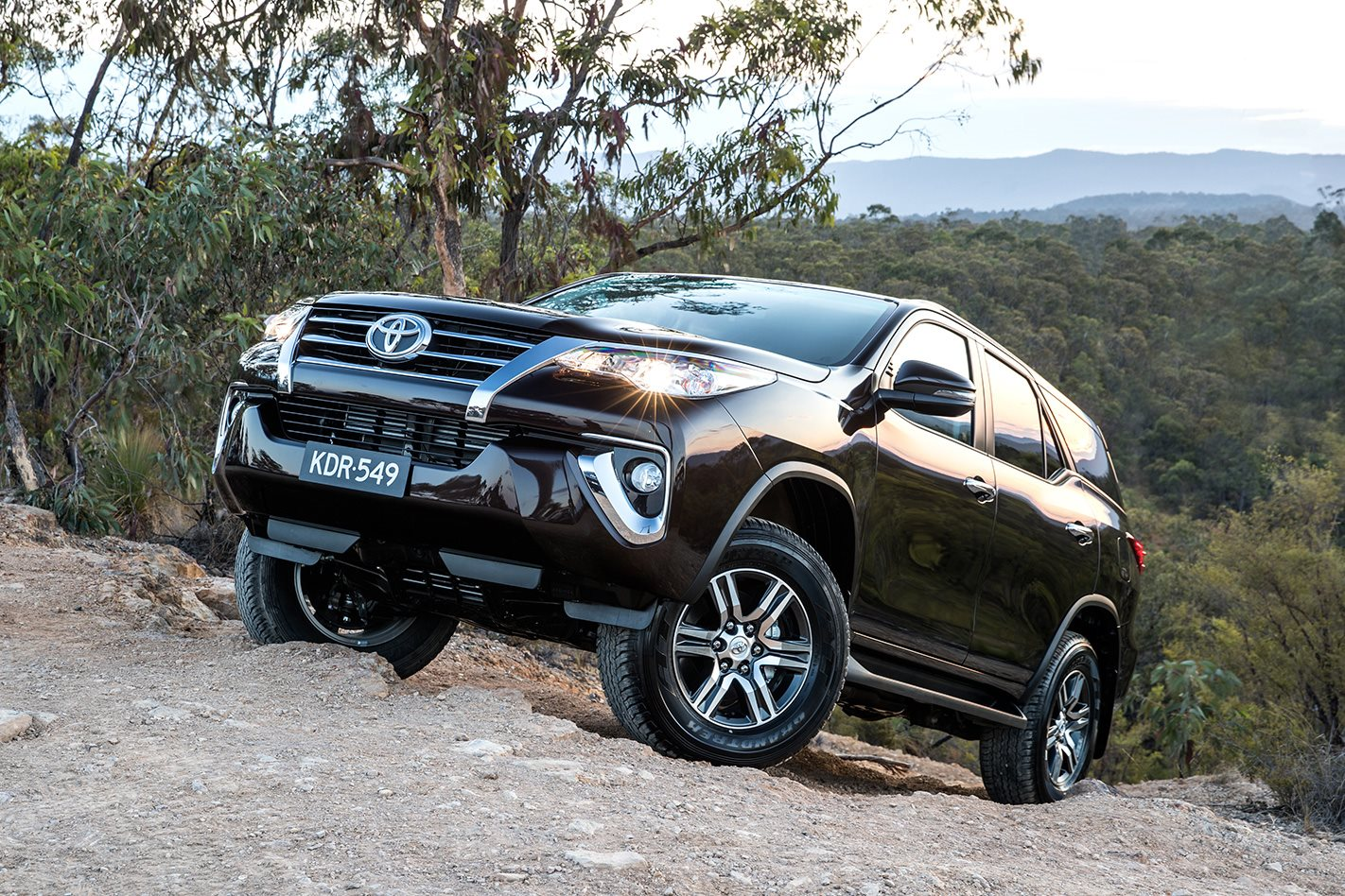 Toyota-Fortuner-hillclimb.jpg