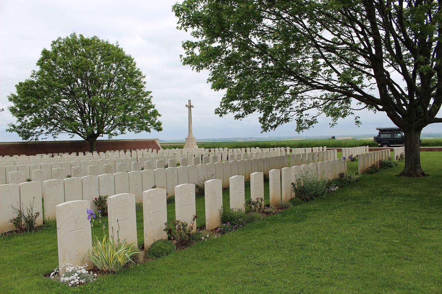 Somme cemetery.jpg
