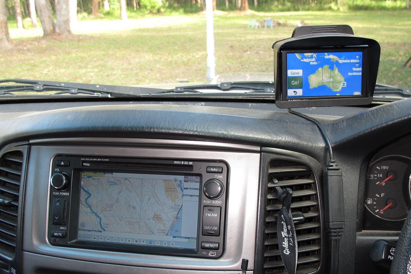 Toyota Land Cruiser 100 Series custom technology