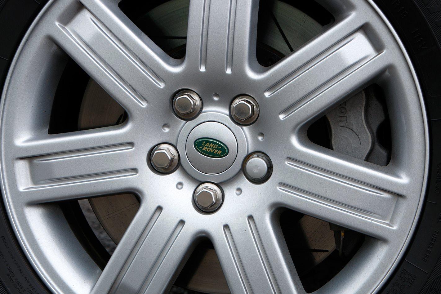 Armoured Range Rover custom wheel.jpg