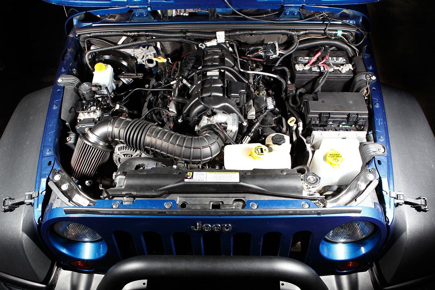 Hemi-V8-engine.jpg