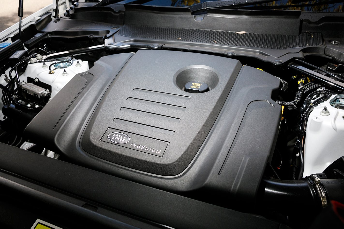 2017 Land Rover Discovery engine.jpg