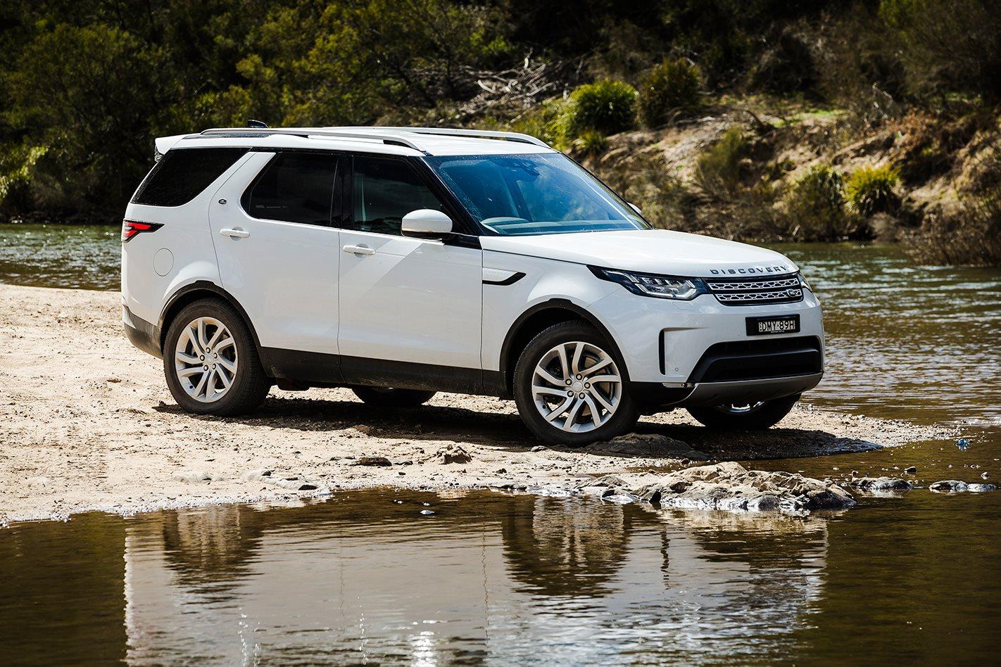 2017 Land Rover Discovery exterior.jpg