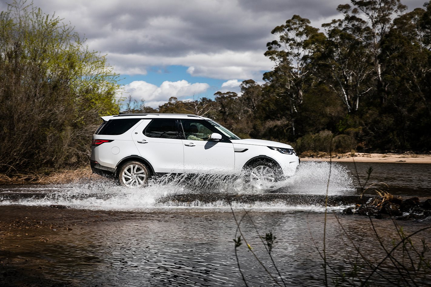2017 Land Rover Discovery water.jpg