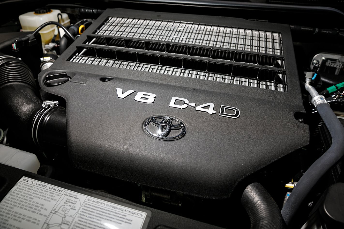 2017 Toyota LandCruiser 200 Series engine.jpg