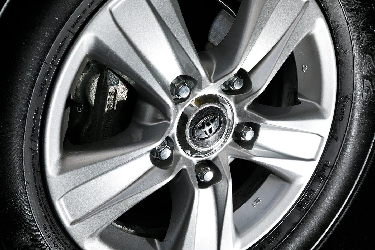 2017 Toyota LandCruiser 200 Series wheel.jpg