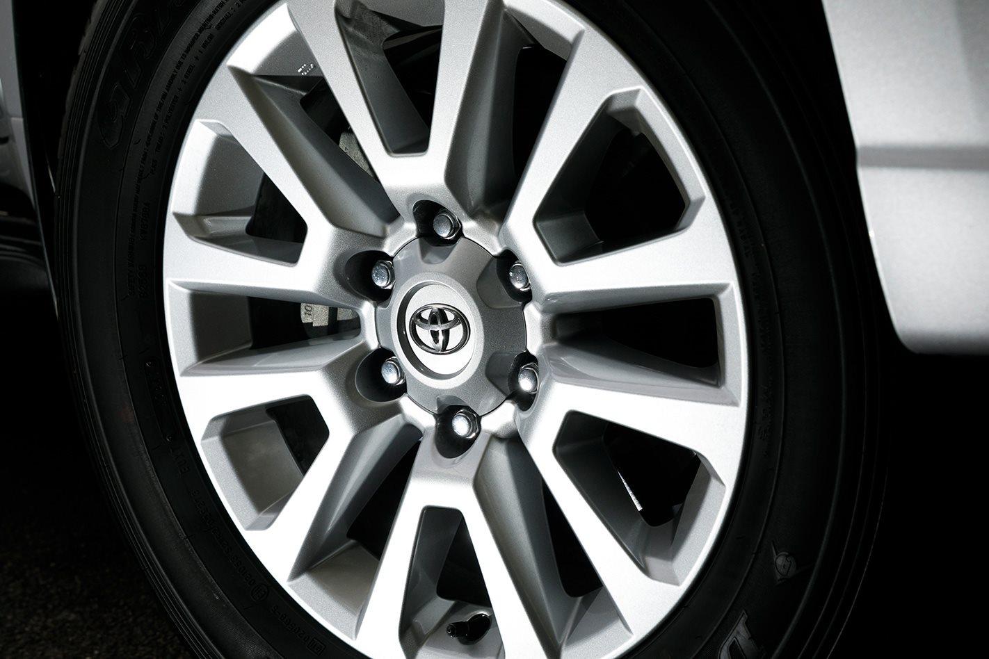 2017 Toyota LandCruiser Prado wheel.jpg