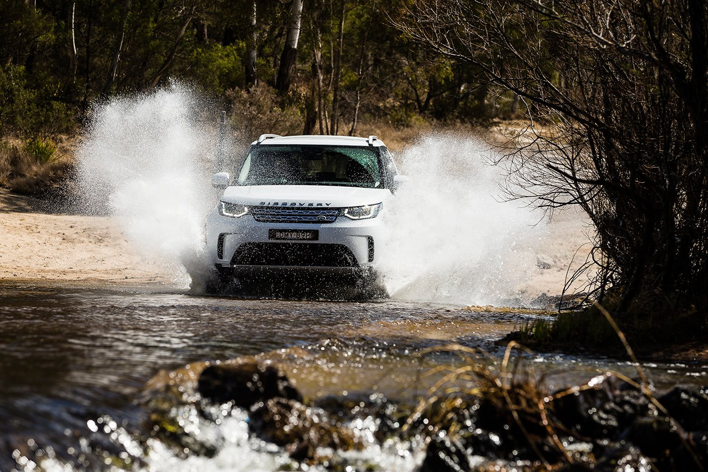 2017 Land Rover Discovery front.jpg