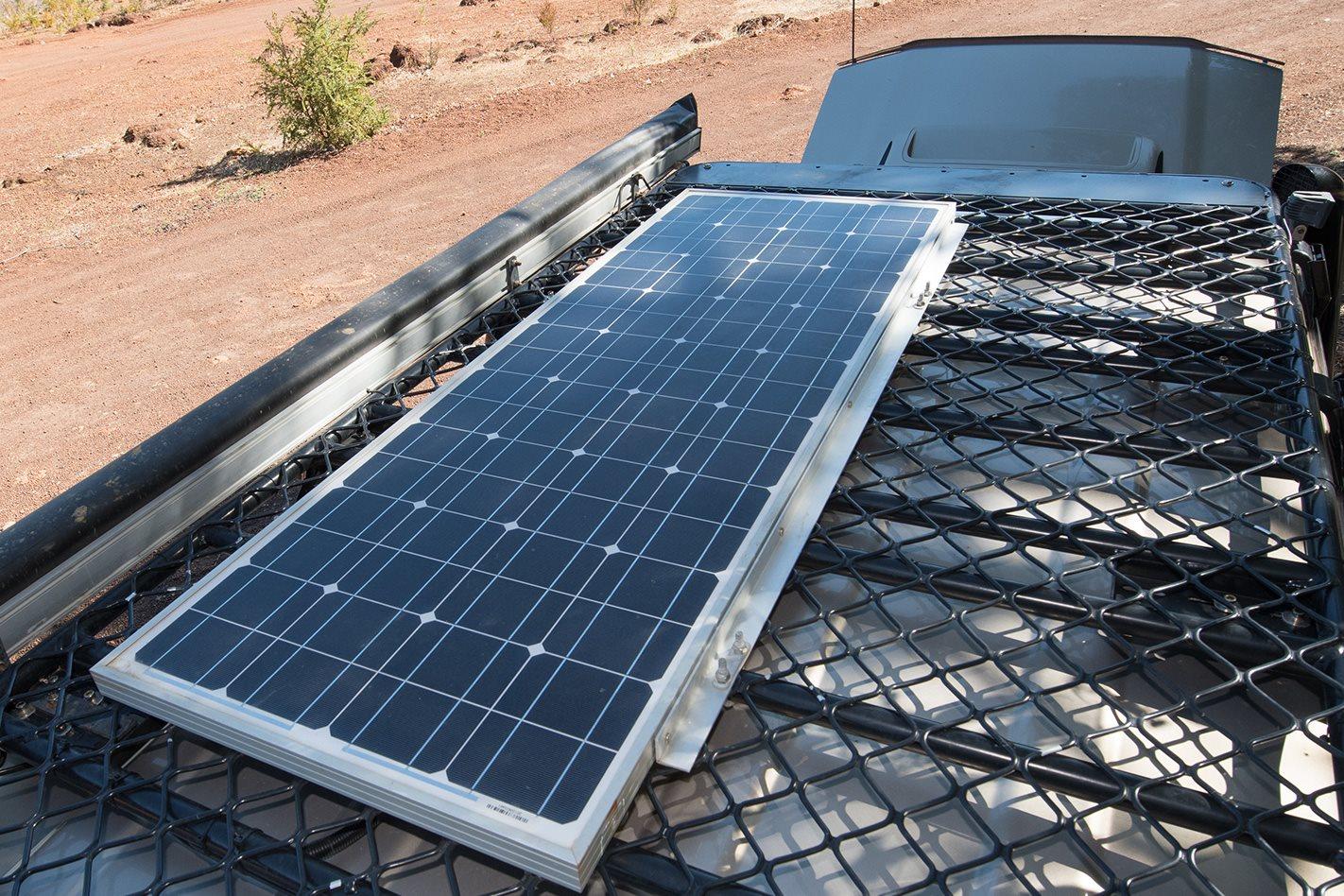 Toyota-LandCruiser-76-Series-solar-panels.jpg