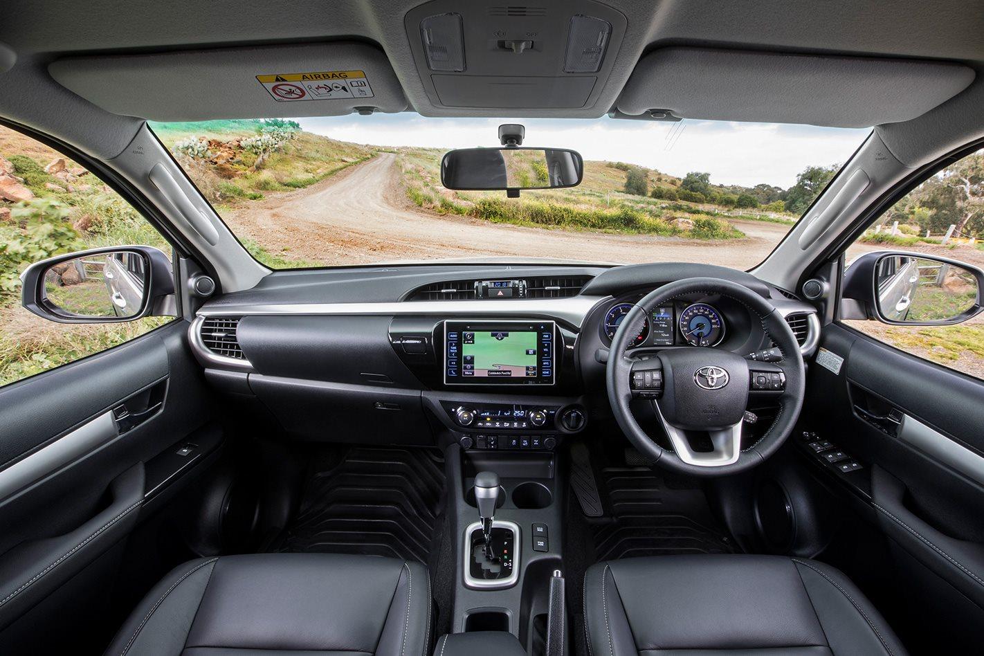 2018-Toyota-Hilux-SR5+-cabin.jpg