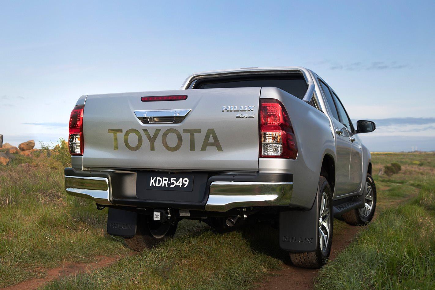 2018-Toyota-Hilux-SR5+-rear.jpg