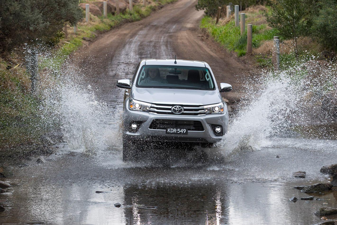 2018-Toyota-Hilux-SR5+.jpg