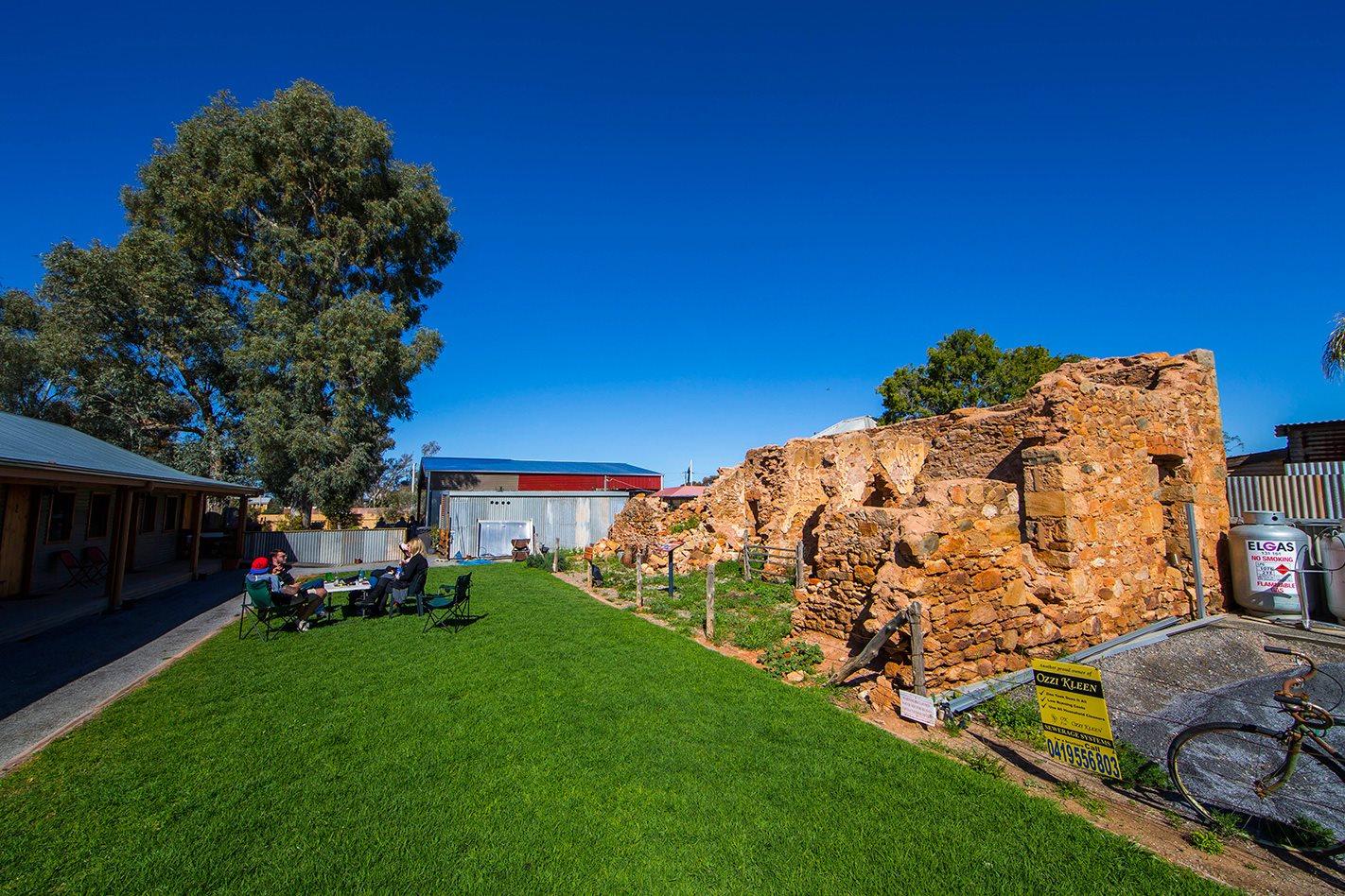 Silverton Hotel NSW ruins.jpg