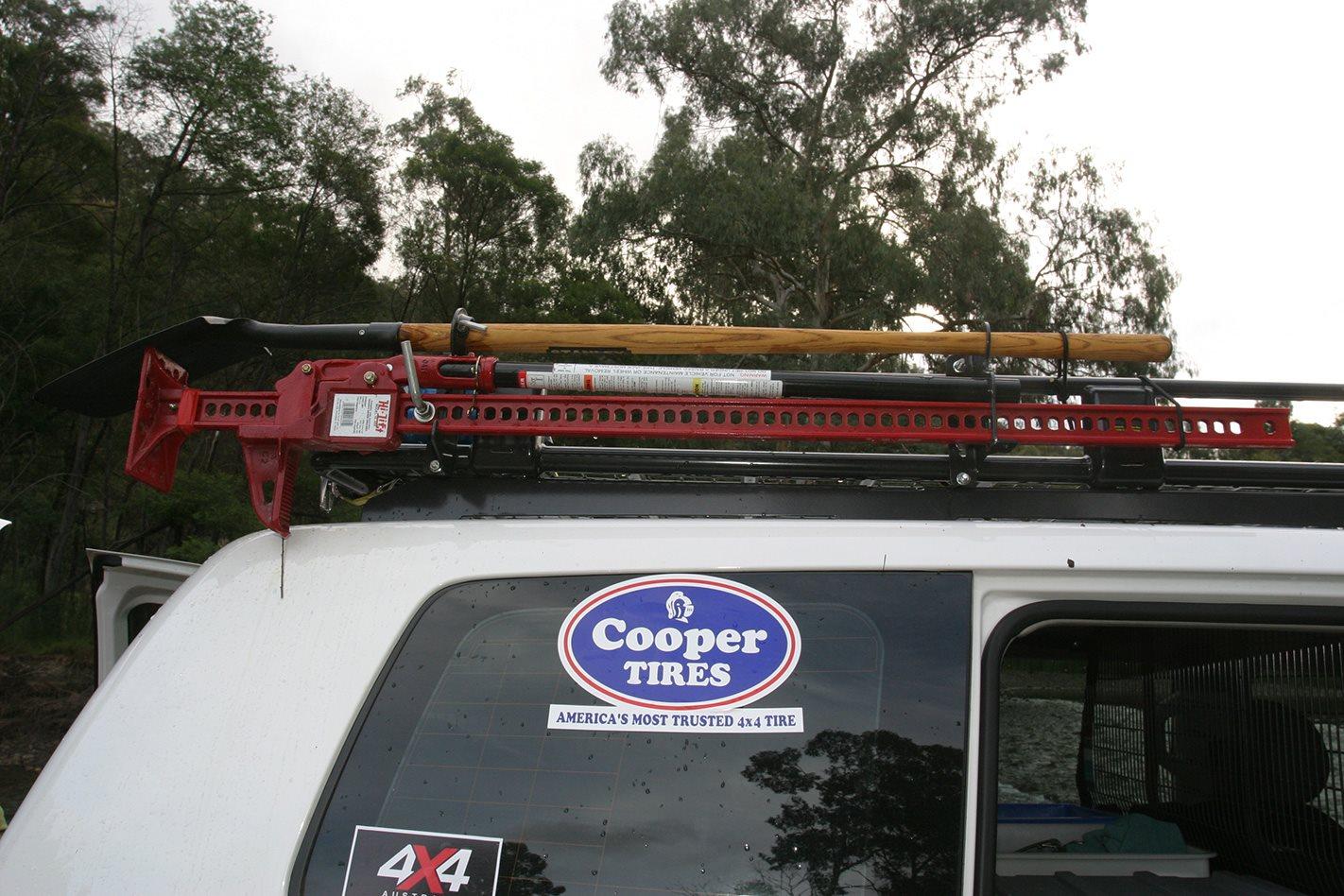 Toyota 200 Series LandCruiser roof rack.jpg