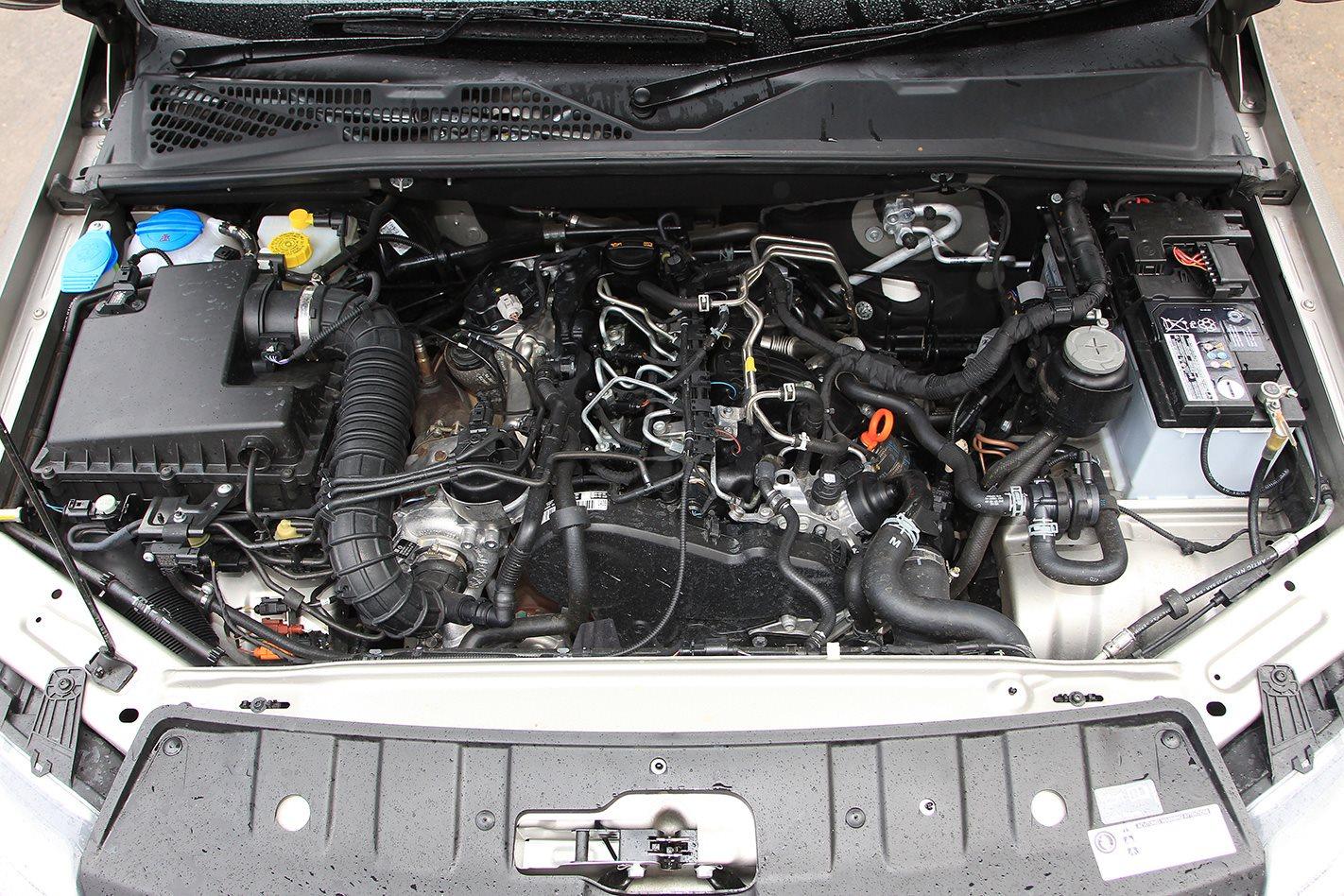 2011 Volkswagen Amarok Highline engine.jpg