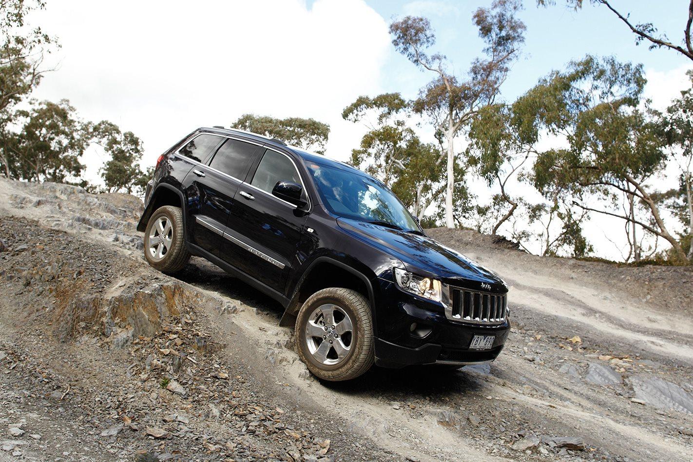 2011 Jeep Grand Cherokee downhill.jpg