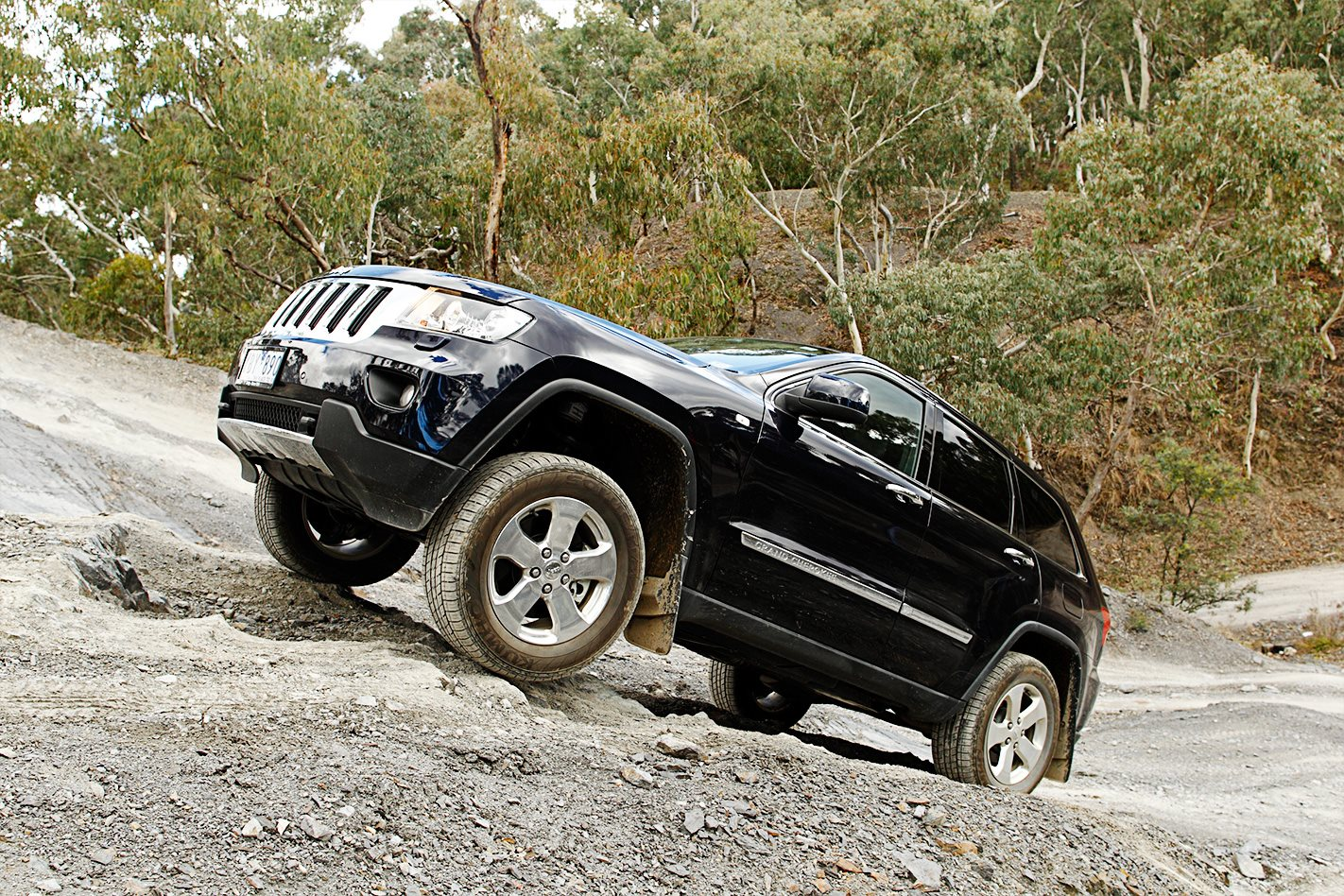 2011 Jeep Grand Cherokee uphill.jpg