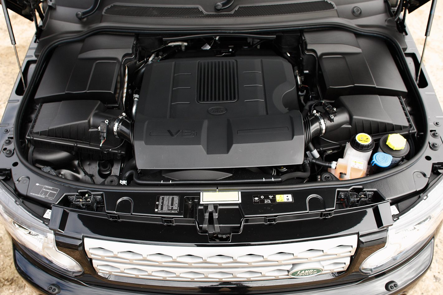 2011 Land Rover Discovery 4 engine.jpg