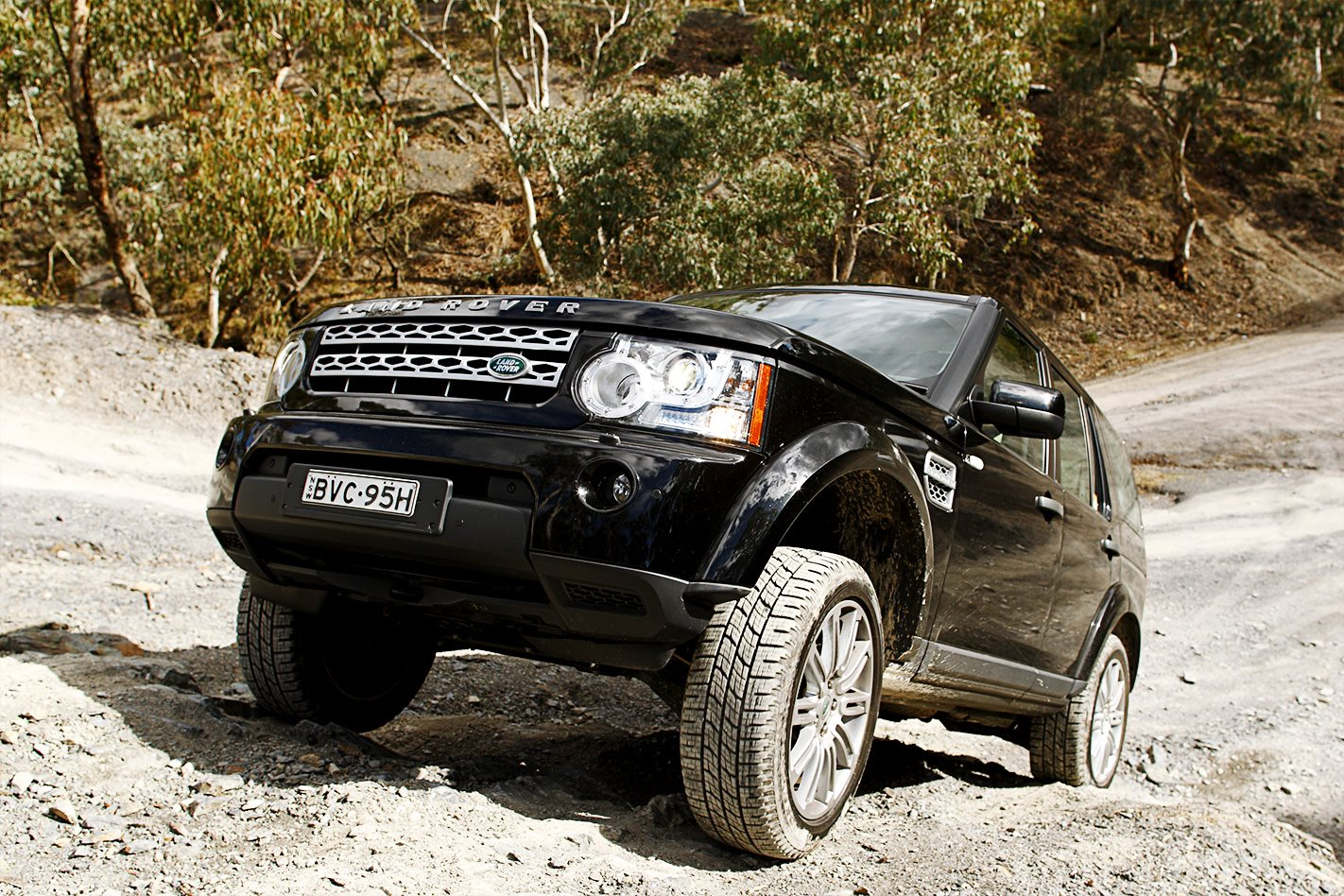 2011 Land Rover Discovery 4 front.jpg