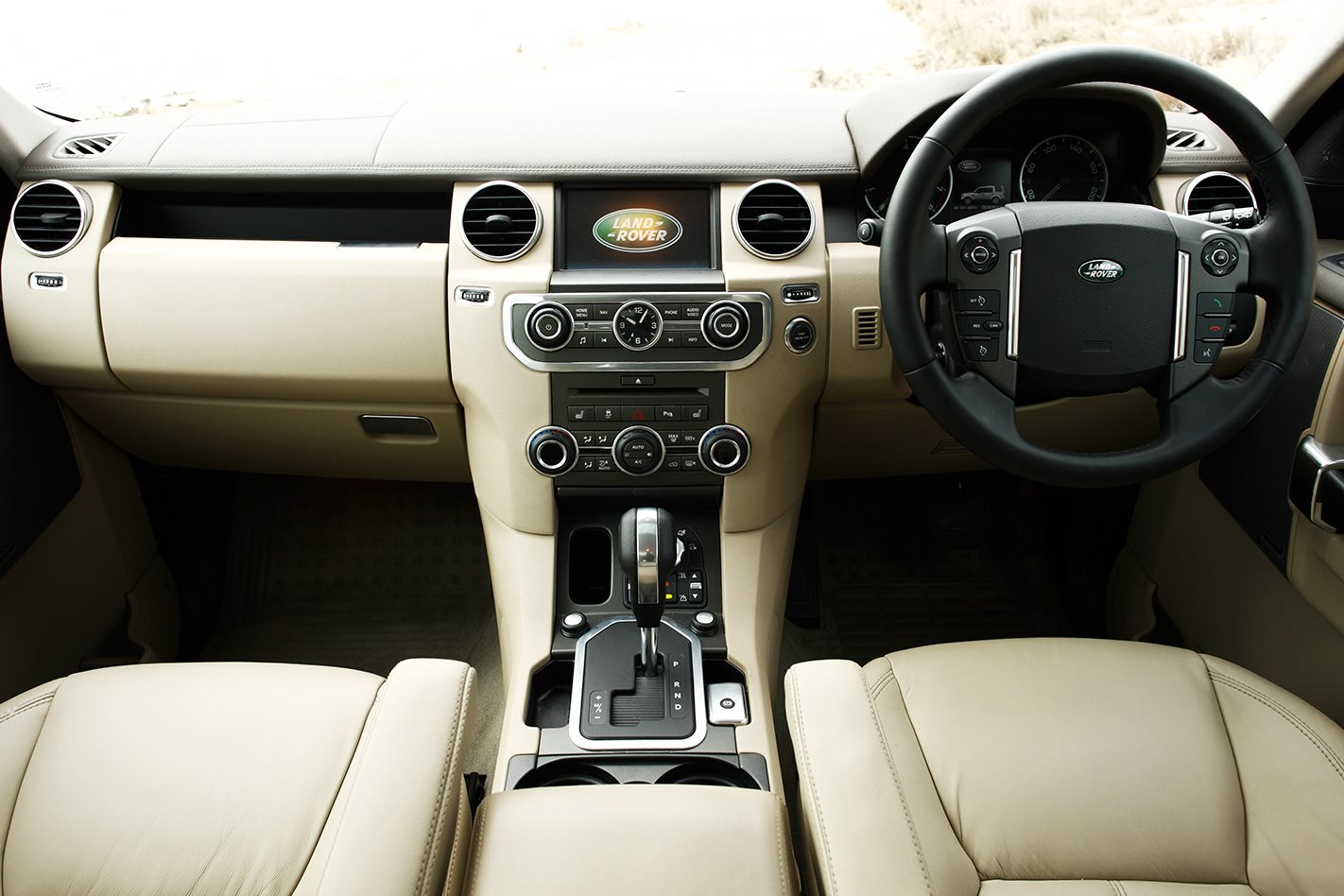 2011 Land Rover Discovery 4 interior.jpg
