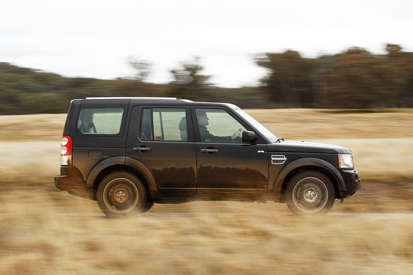 2011 Land Rover Discovery 4 side.jpg