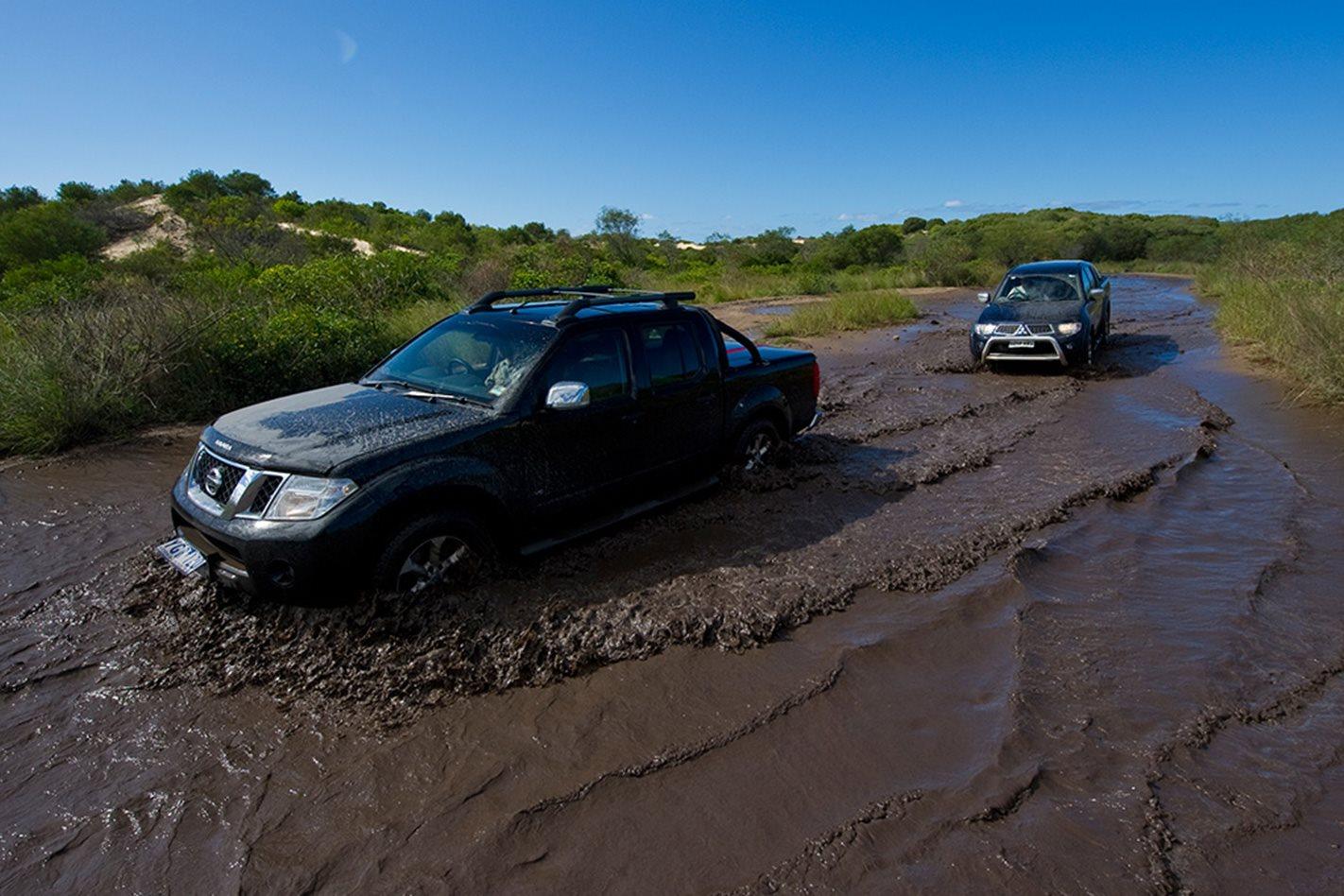 2011-Mitsubishi-Triton-vs-2011-Nissan-Navara-offroad.jpg