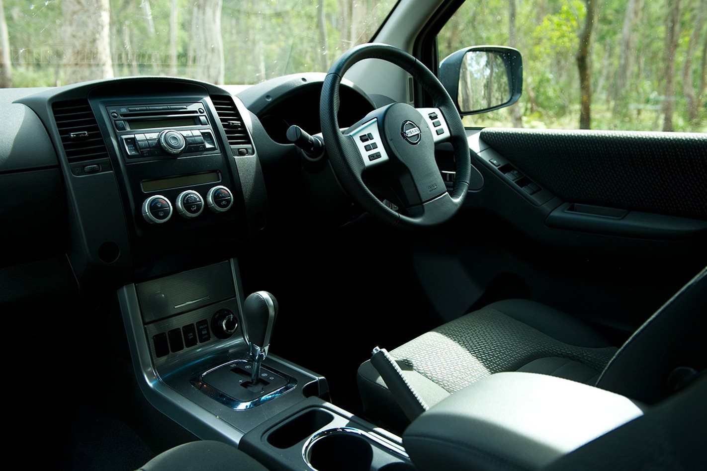 2011-Nissan-Navara-cabin.jpg