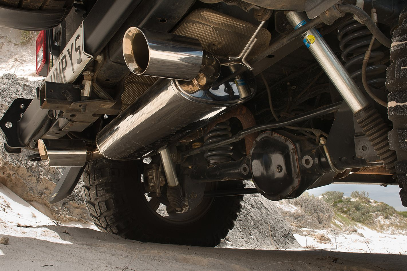 Opposite-Lock-equipped-Jeep-Rubicon-exhaust.jpg