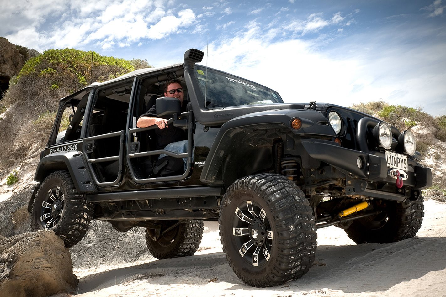 Opposite-Lock-equipped-Jeep-Rubicon-exterior.jpg