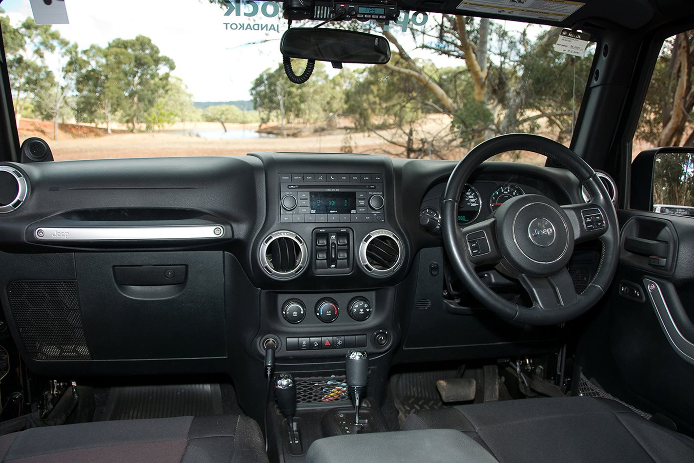 Opposite-Lock-equipped-Jeep-Rubicon-interior.jpg