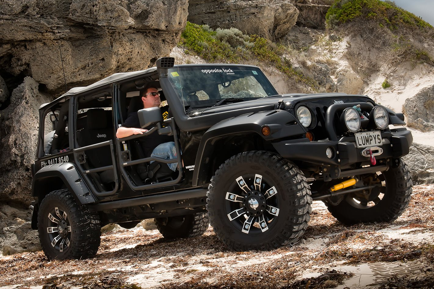 Opposite-Lock-equipped-Jeep-Rubicon-side.jpg