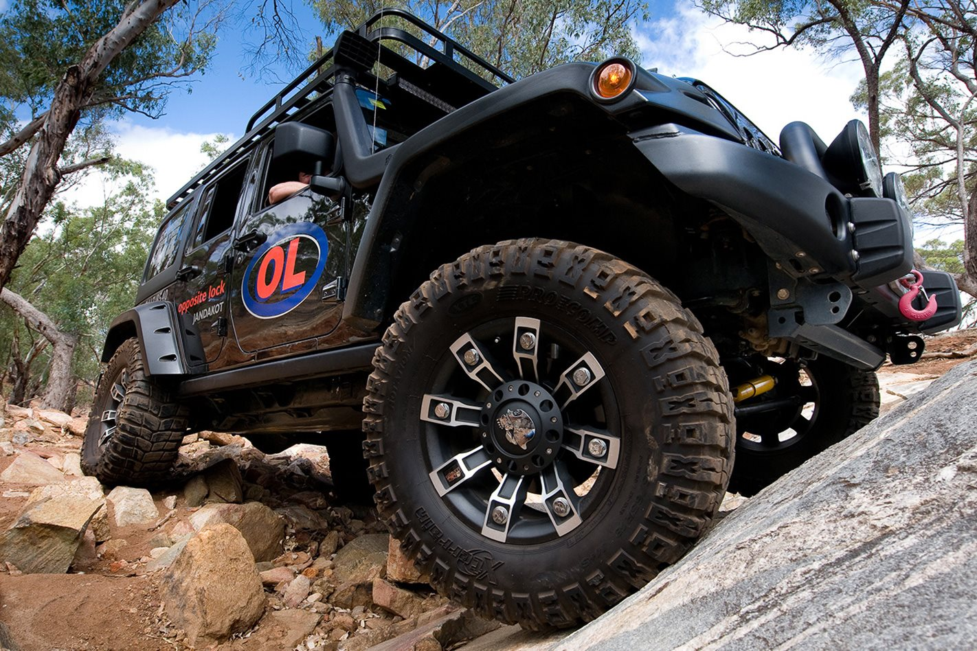 Opposite-Lock-equipped-Jeep-Rubicon-wheels.jpg