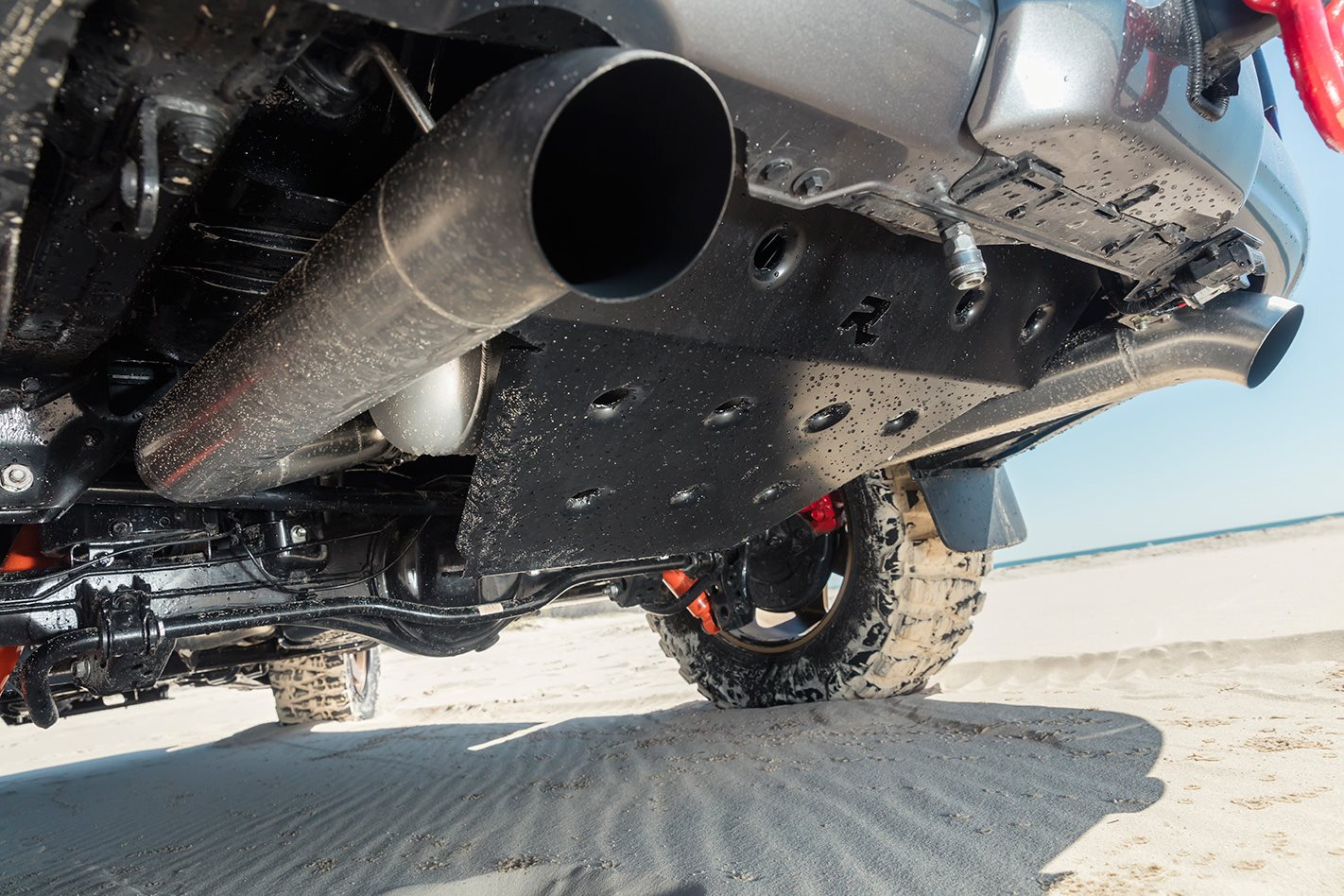 Custom Toyota Land Cruiser 200 Series exhaust.jpg