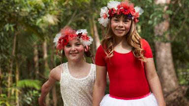Christmas with Bindi Irwin and Sophie Delezio