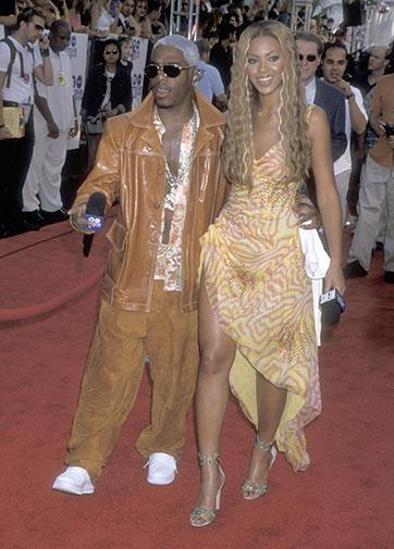 Colour-coordinating outfits with rapper Sisqo in 2000.